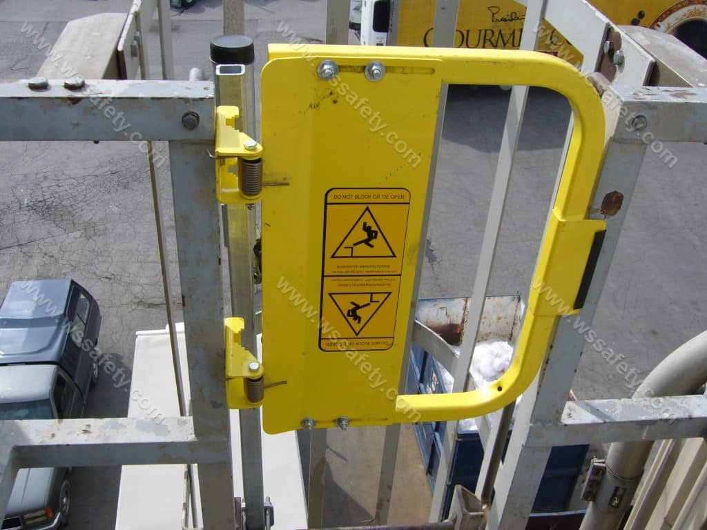 Self Closing Safety Gates Know Your Options W S Safety